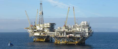 Offshore oil and gas extraction platform